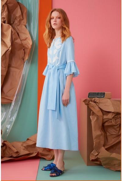 GIZIA Çiçek İşleme Kuşak Ve Fırfır Detaylı Mavi Elbise