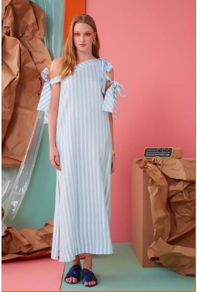 GIZIA Omuz Ve Beyaz Çizgi Detaylı Mavi Uzun Elbise