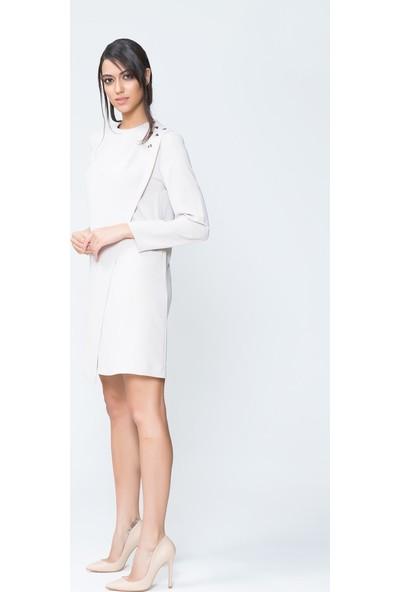 GIZIA Ön Kapak Detaylı Bej Uzun Kollu Mini Elbise