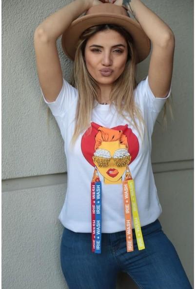 Esperi Küpeli Kız Tişört
