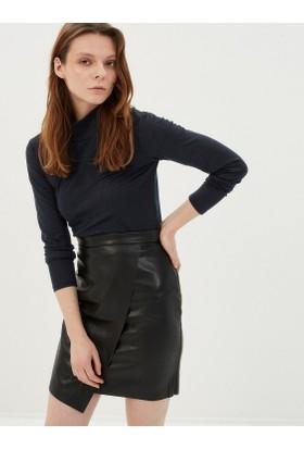 Koton Kadın Dik Yaka T-Shirt Siyah