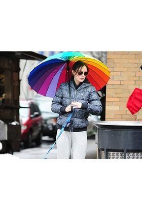 Toptancı Kapında Rengarenk Gökkuşağı Şemsiye