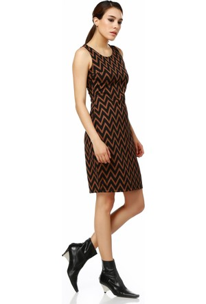 Sense 14534 Havuz Yaka Kolsuz Sırtı Fermuarlı Zigzag Desen Elbise