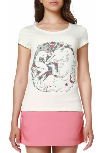 Mumu Woman and Wolf - Zeynep Özatalay Tasarımı Geniş Yaka Kadın T-Shirt