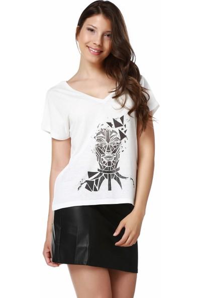 Mumu Beyaz V Yaka Tasarım Kadın T-Shirt - Gökçen Dinçer Tasarımı