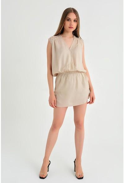 Pua Fashion Kadın İtalyan Bej Omuzu Sırtı Dantel Kolsuz Mini Elbise
