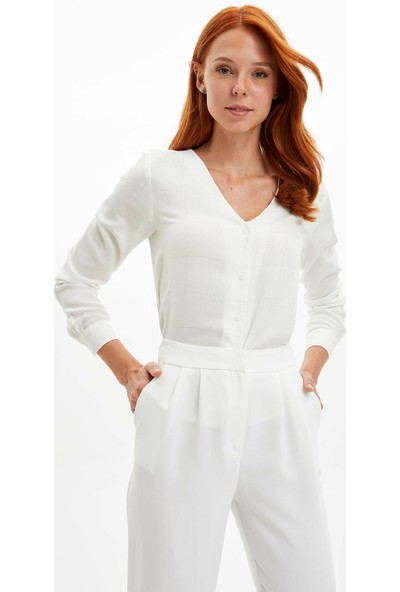 Defacto Kadın Düğme Detaylı V Yaka Kareli Gömlek
