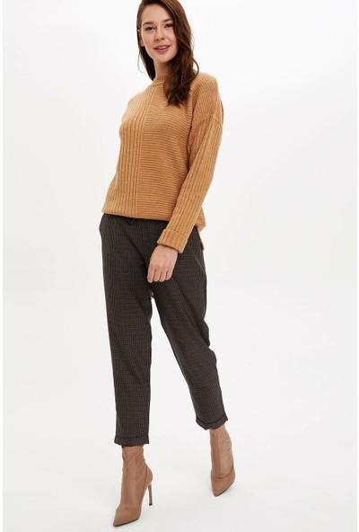 Defacto Kadın Kareli Relax Fit Pantolon