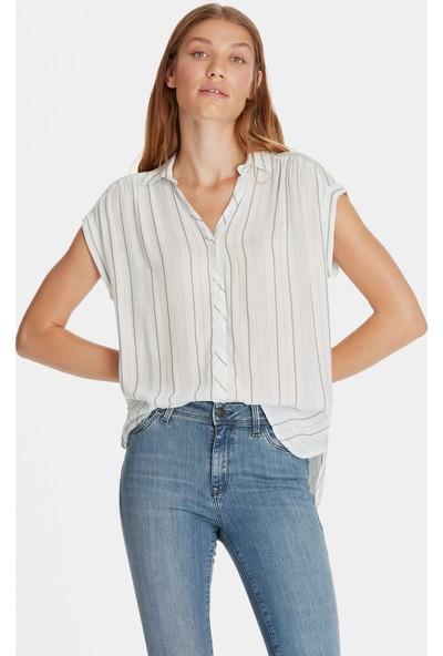 Mavi Kısa Kollu Beyaz Gömlek