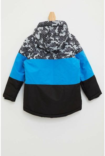 Defacto Erkek Çocuk Renk Bloklu Kapüşonlu Mont