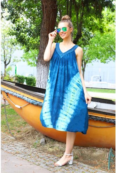 Patiska V Desenli Dantel Detaylı Batik Elbise