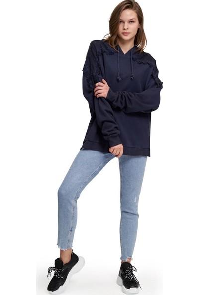 Mizalle Dantel Özel Yıkama Sweatshirt