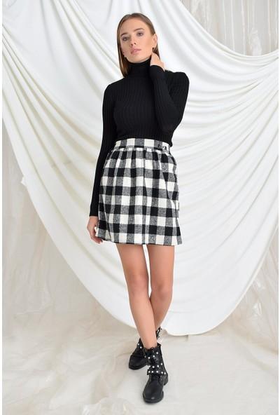 Tena Moda Kadın Siyah-Ekru Bel Lastikli Kısa Boy Tokalı Etek 9KBETNIK-03