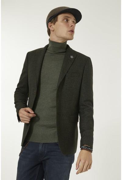 Avva Erkek Koyu Yeşil Kırlangıç Yaka Mikro Desenli Slim Fit Cebi Kapaklı Ceket A92Y4018