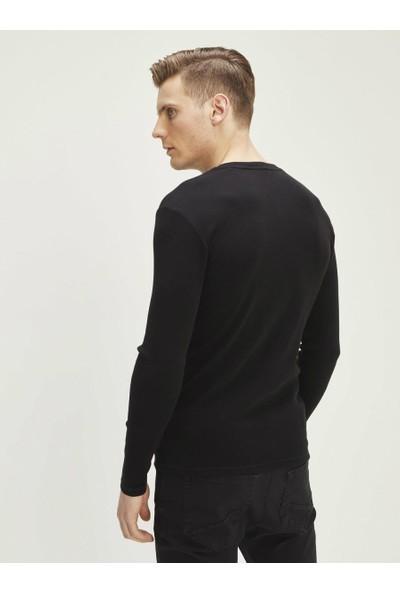 Xint Patlı Yaka Uzun Kollu Basic Tişört