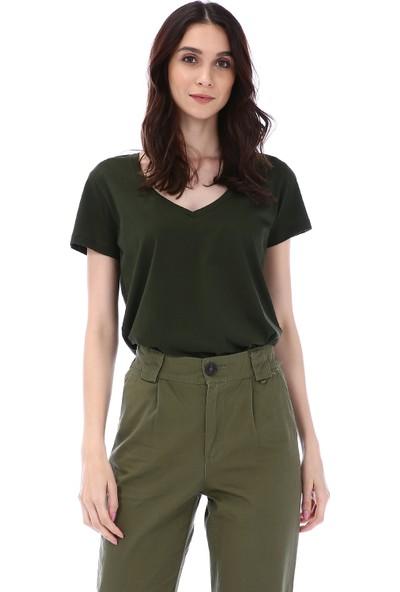 Kapsulstore Yandan Yırtmaçlı V Yaka Yeşil T-Shirt