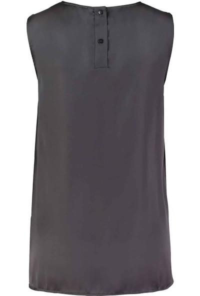 Mizalle Kadın Askılı Saten Kolsuz Bluz