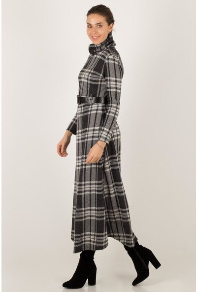 Morpile Kadın Boğazlı Uzun Elbise Ekose Desen