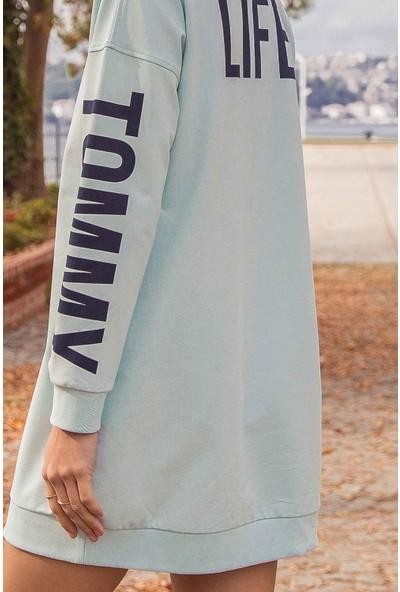 Tommy Life Kol Baskılı Açık Mavi Kadın Sweatshirt