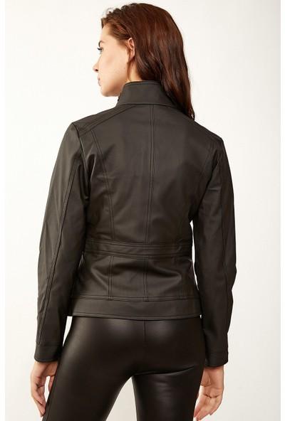 Akbaba Moda Kadın Cep Fermuarlı Kısa Siyah Deri Ceket 102