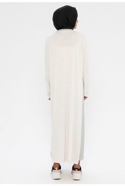 Plistre Çizgi Detaylı Elbise Ekru