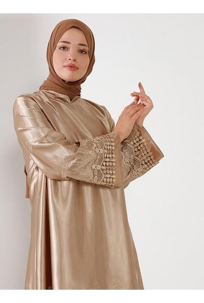 Nilüfer Kamacıoğlu Güpürlü Saten Elbise Vizon