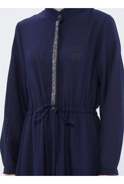 Nilüfer Kamacıoğlu Taş Detaylı Keten Elbise Lacivert