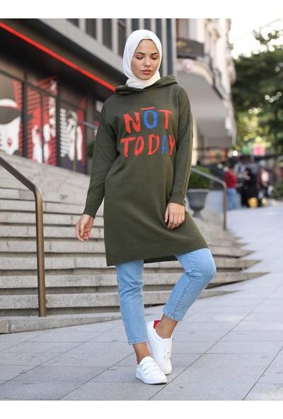 Sahra Butik Kadın Not Today Baskılı Kapüşonlu Triko Kazak