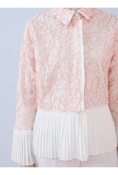 Nihan Peker X Modanisa Kadın Pilise Detaylı Dantelli Bluz