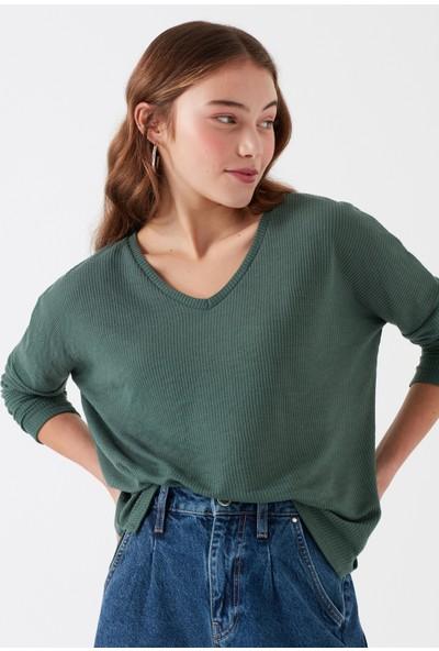 Mavi V Yaka Koyu Yeşil T-Shirt