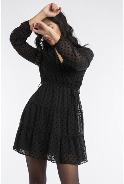 Hds Hadise Siyah Kuşaklı Puantiyeli Şifon Elbise 20847