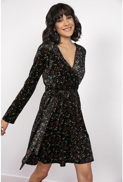 Liplipo Kruvaze Yaka Çıtır Desen Kuşaklı Kadife Elbise