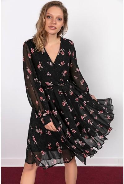 Liplipo Kruvaze Yaka Puantiyeli Çiçek Desen Kuşaklı Astarlı Elbise