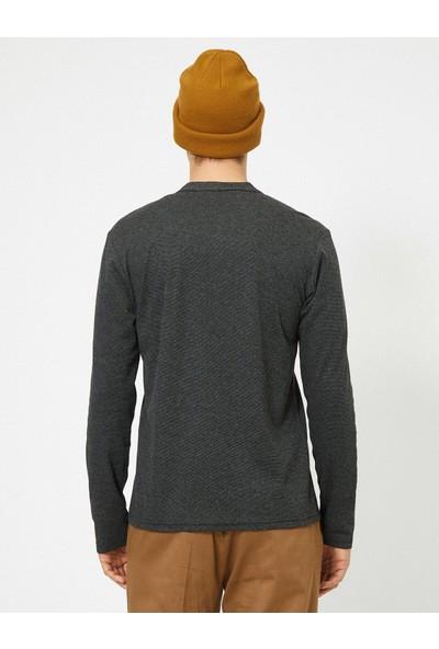 Koton Erkek Düğme Detaylı T-Shirt