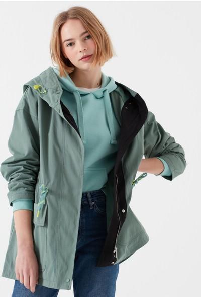 Mavi Kapüşonlu Yeşil Ceket