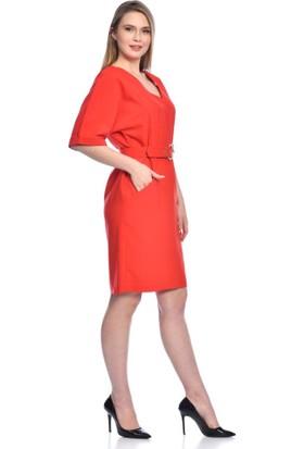 Modkofoni Kısa Kollu V Yaka Yandan Cepli Tokalı ve Kemerli Kırmızı Elbise