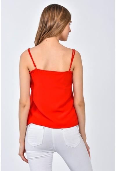 Modkofoni Askılı Taş ve Dantel Detaylı Kırmızı Tişört