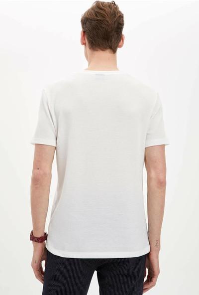 DeFacto Erkek Baskılı Slim Fit T-Shirt