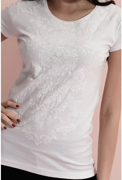Tena Kadın Ekru Gül Çiçek Kabartma Desenli T-Shirt 0YBTSTN4200
