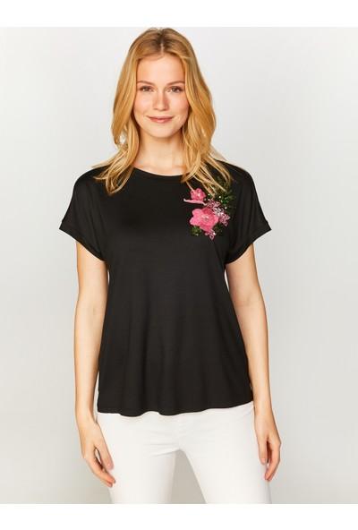 Faik Sönmez Omuzu Çiçek Aplikeli T-Shirt 60646