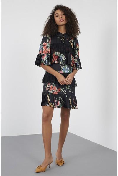 Setre Siyah Gömlek Bağcıklı Yaka Yarım Kol Piliseli Kumaş Mixli Diz Üstü Boy Baskılı Elbise