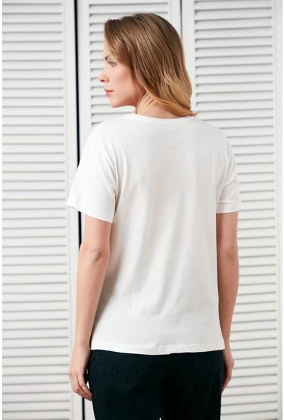 Setre Ekru Yaka Kısa Kol Dikme Boncuklu Baskılı T-Shirt