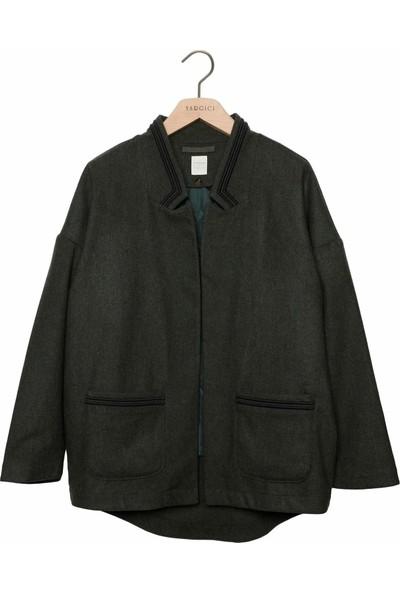 Yargıcı Kadın Nakış Detaylı Palto