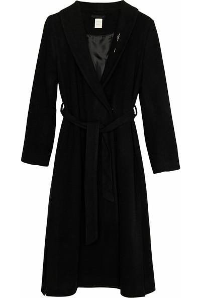 Yargıcı Kadın Uzun Yırtmaç Detaylı Palto