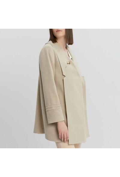 Yargıcı Kadın Nervür Detaylı Kısa Palto