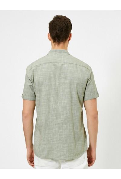 Koton Erkek Tek Cepli Dokulu Kısa Kollu Slim Fit Gömlek