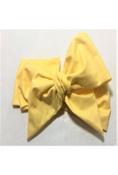Özge Başaran Sarı Etek Beyaz Bluz ve Fiyonklu Bandana 3 Parça