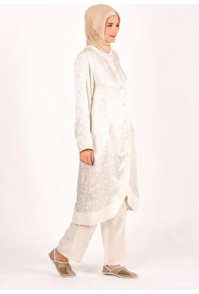 Kanaviçe Hac ve Umre Kıyafeti Kadın Jakarlı Geniş Model Önü Oval Pantolonlu Takım Krem