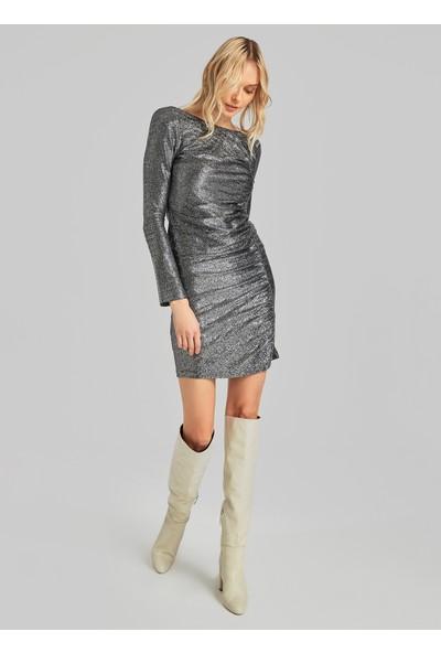 People By Fabrika Kadın Sırt Detaylı Parlak Mini Elbise