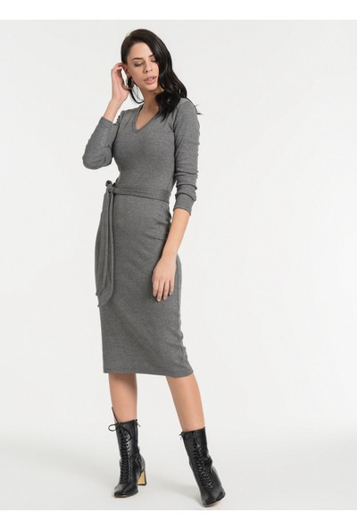 Styletag Kadın Kemerli V Yaka Elbise